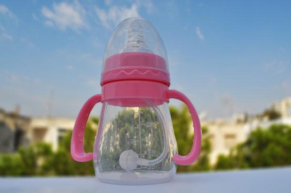 aidez votre bébé d'un allaitement naturel au sein, la matière en silicone garde la chaleur du lait et il produit les sensations d'un allaitement naturel qui permet aussi l'alternance avec l'allaitement au sein.